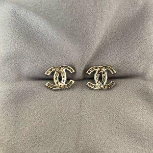 Jewelry - 14K Gold & Diamond stud earrings